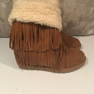GORGEOUS MADDEN GIRL FRINGE AND LINED BOOTS 9.5